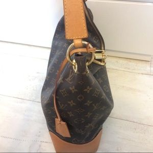 c96031586619 Louis Vuitton Bags - Authentic Louis Vuitton Berri MM M41625